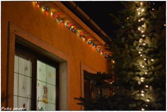 myslím,že už len Vianočný stromček vo vnútri chýba :)