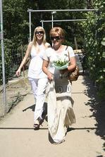 maminka nevěsty a kamarádka Dita