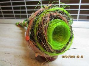 v tomto budeme mat obrucky - akoby hniezdo, vlastna tvorba :)