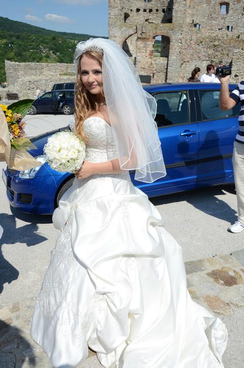 Marianna{{_AND_}}Marek - ja a moje autko - chcela som ho za svadobne, ale ma ukecali na vacsie :/