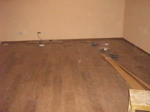 pokladaní podlahy