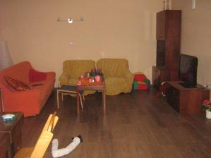 nový obyvák ještě se starým nábytkem