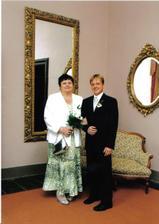 focení před obřadem-ženich s mámou