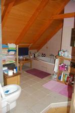 A vrchní koupelna ve středním arkýři u ložnice