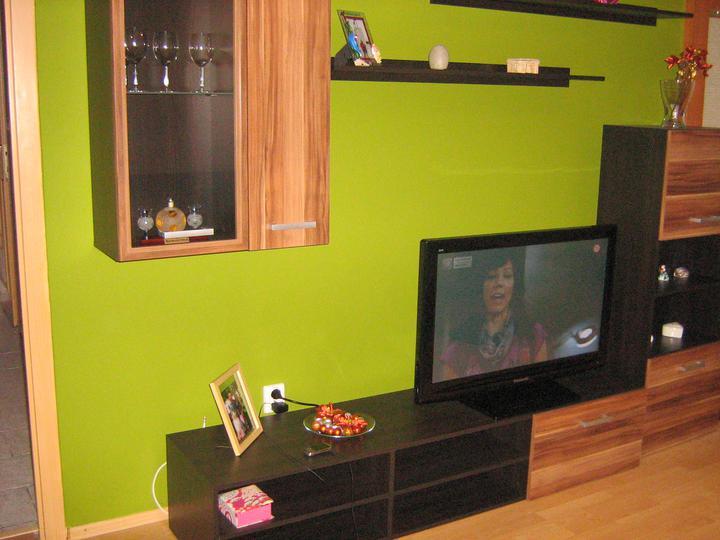 Obývacia zostava a olivová stena