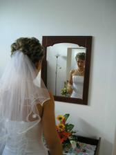 doma pred zrkadlom...