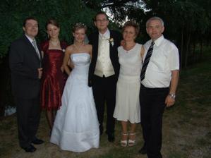 rodičia a sestrička s priateľom...