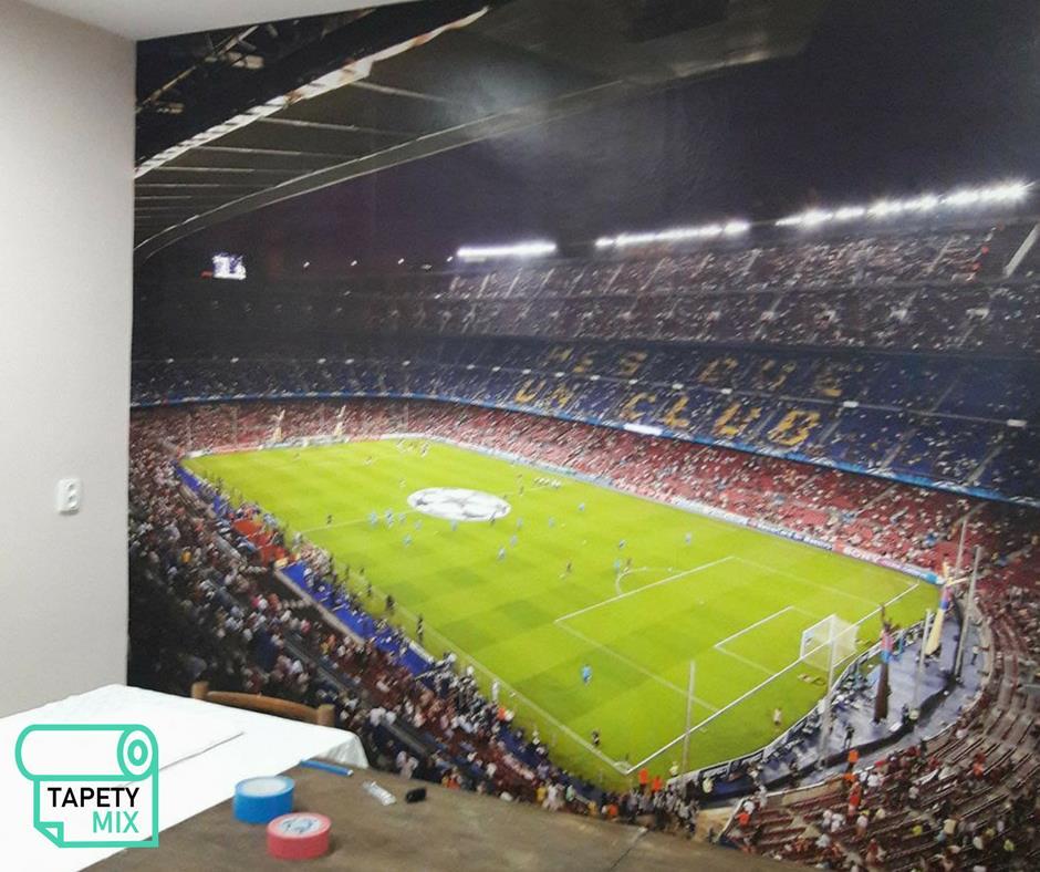 Inšpirácie s tapetami - realizácie v interiéroch - tapeta na stene vo futbalovom klube