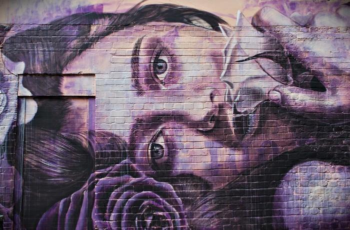 Tapety s imitáciou prírodných materiálov - https://www.tapetymix.sk/fototapeta/fototapeta-graffiti-brick-wall-london-ft-68808449