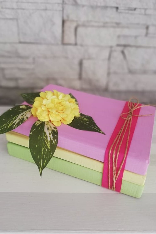 Redizajnujeme, maľujeme, tvoríme - PO - knihy namaľované kriedovými farbami - jarná dekorácia
