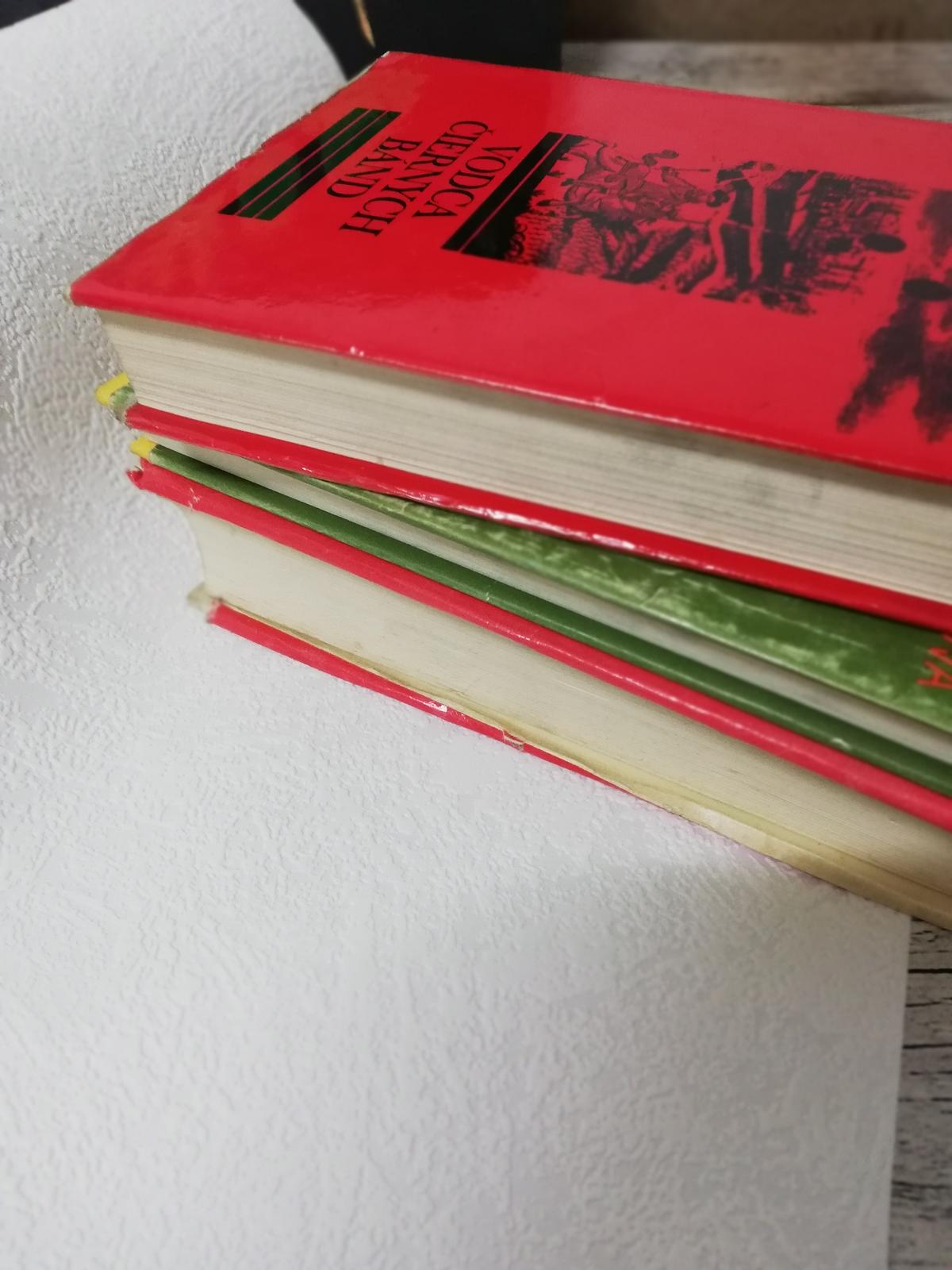 Redizajnujeme, maľujeme, tvoríme - Staré knihy poslúžia ako jesenná dekorácia