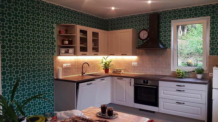 Redizajnujeme, maľujeme, tvoríme - steny v kuchyni - šablóna vzor Mozaika