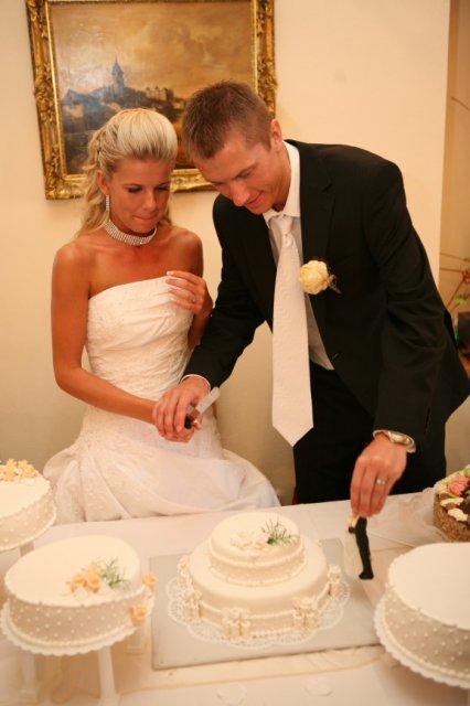Sandra a Luboš Pavlíkovi 19.září 2008 v 11:00 - Krásný novomanželský pár :-)