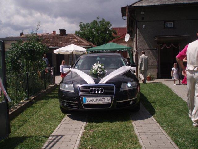 Martina Bajtošová{{_AND_}}Jozef Hovančík - svadobne auto