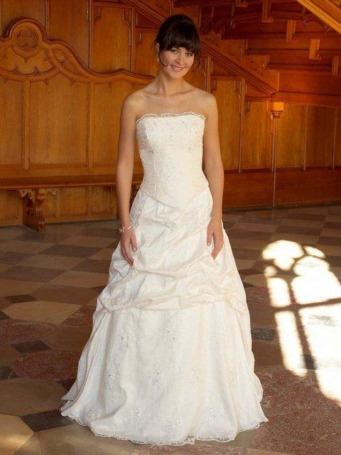 Asi bude svatba:) - Vítěžné šaty
