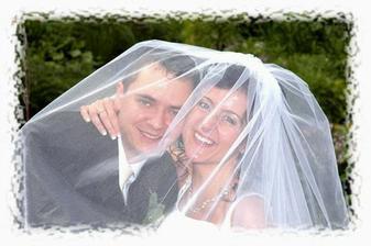 Novomanželia pod závojom