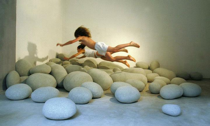 Aj na sedenie aj na hranie - kamene -vyzerajú nebezpečne ale sú krásne mäkké :-)