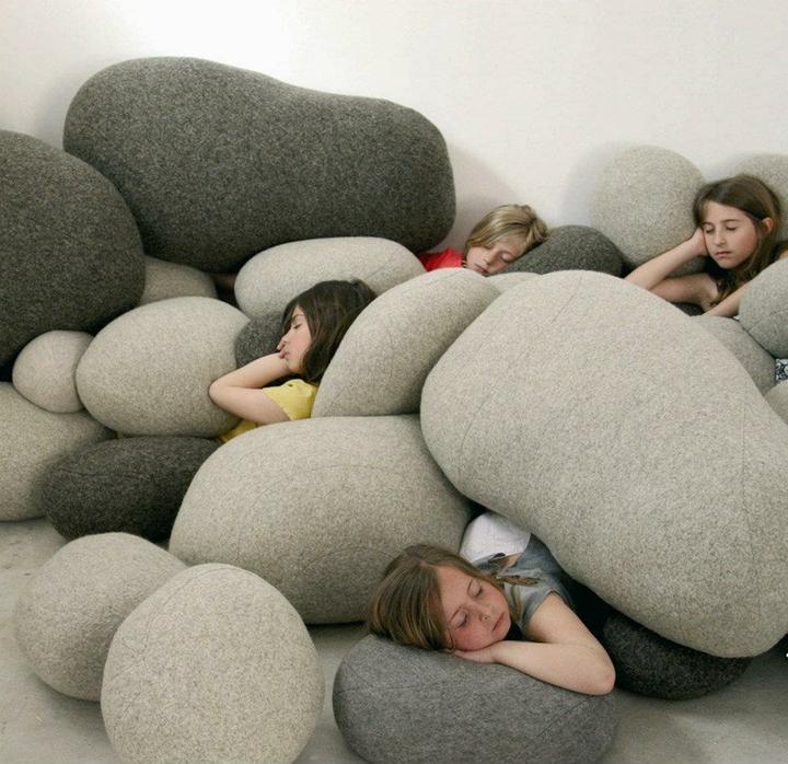 Aj na sedenie aj na hranie - kamene, ako super sa v nich spinká