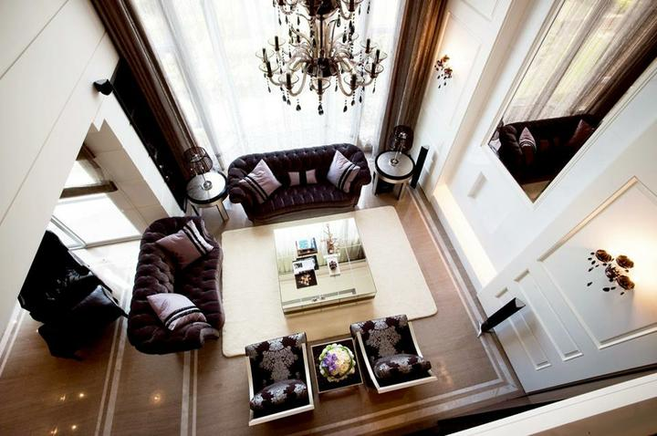 Nádherné interiéry-obývačka - Vysoké stropy sú úžasné