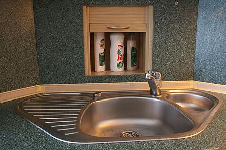 Vychytávky do kuchyne a interiéru - aj roh v kuchyni sa dá šikovne využiť