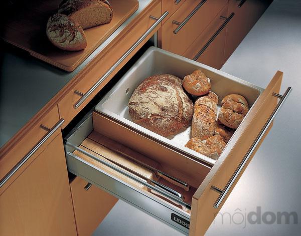 Vychytávky do kuchyne a interiéru - zásuvka na umiestnenie chleba a veľkých nožov