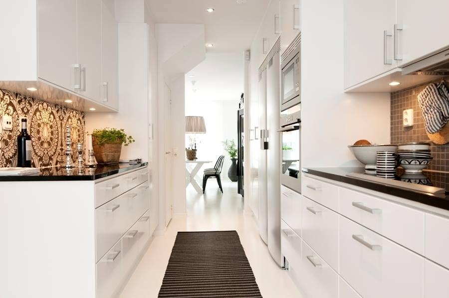 Biely interiér a jeho dekorácie - čiernobiely dom v Helsingborgu