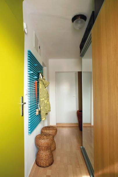 Vychytávky do kuchyne a interiéru - jednoduchá a pri tom dizajnérska vešiaková stena
