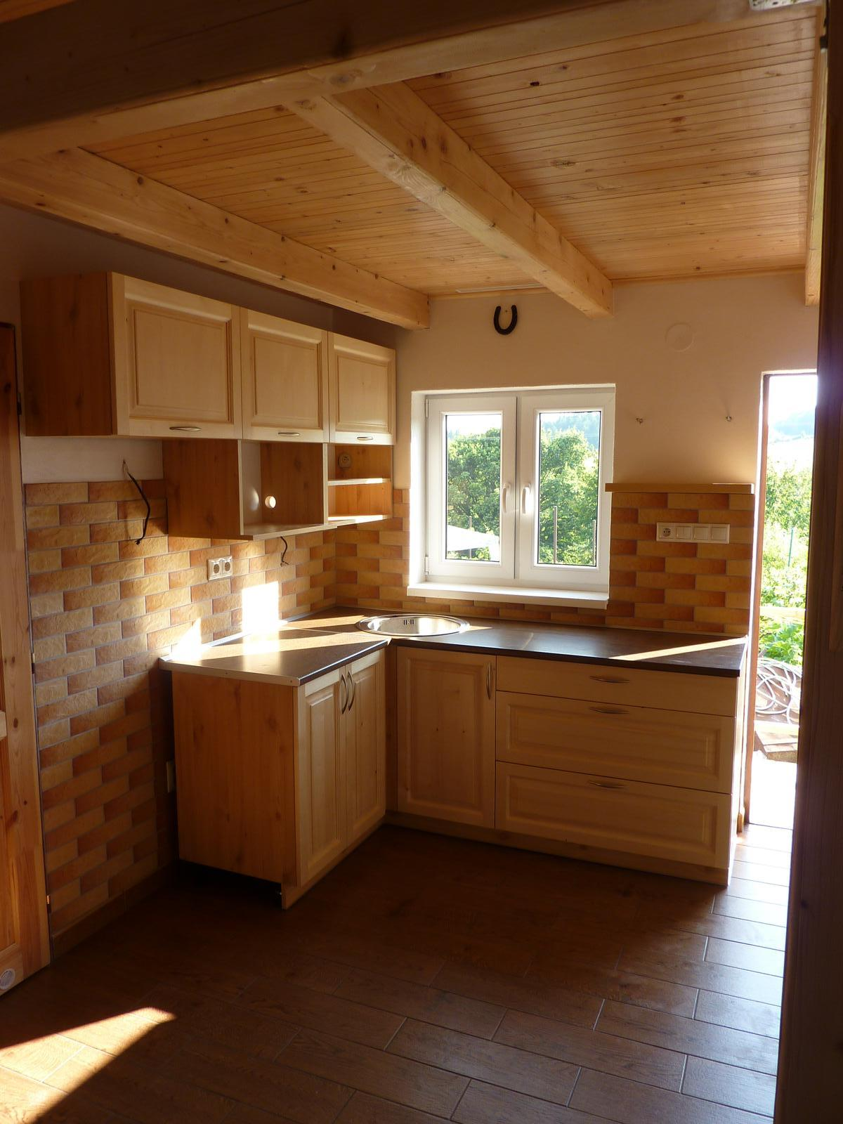 Realizácie kuchyne  - stolárstvo Valuška - kuchynská linka robená do chalupy