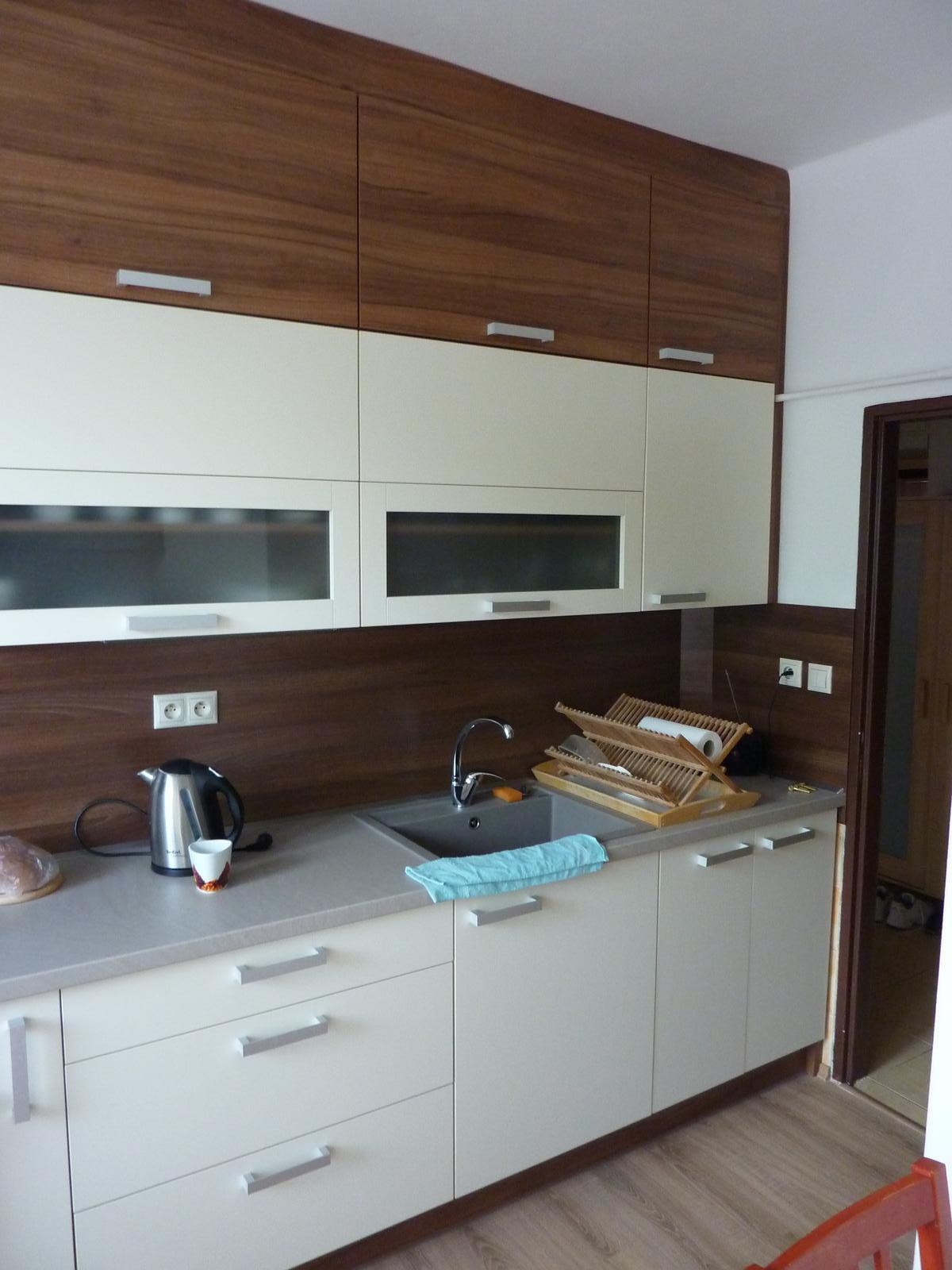 Realizácie kuchyne  - stolárstvo Valuška - Kuchynská linka robená do paneláku