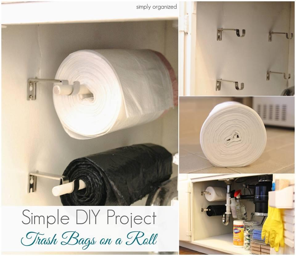 Vychytávky do kuchyne a interiéru - šikovné riešenie ako uložiť sáčky v skrinke pod drezom