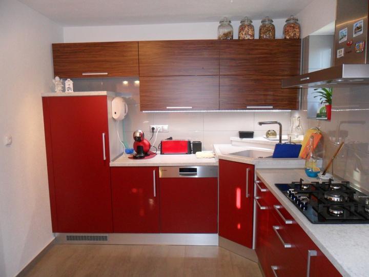 Realizácie kuchyne  - stolárstvo Valuška - Kuchynská linka robená do rodinného domu
