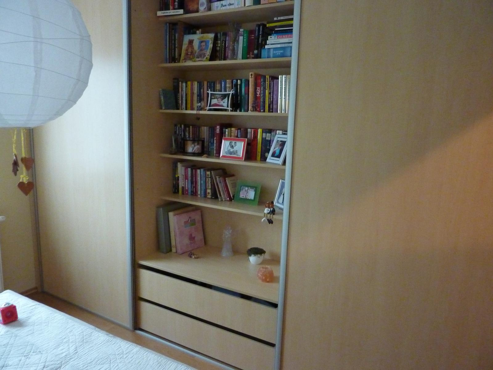 Realizácie vstavané skrine, schody a iný nábytok - stolárstvo Valuška - vstavaná skriňa do spálne s otvorenou časťou