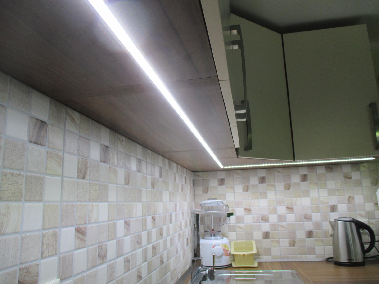 Realizácie kuchyne  - stolárstvo Valuška - detail - zafrézovaného led hada v lište