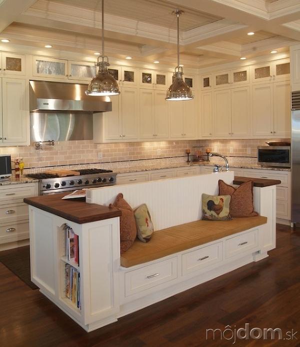 Vychytávky do kuchyne a interiéru - kuchyňa s ostrovom, ktorý je spojený s posedením pre chvíľky oddychu počas varenie