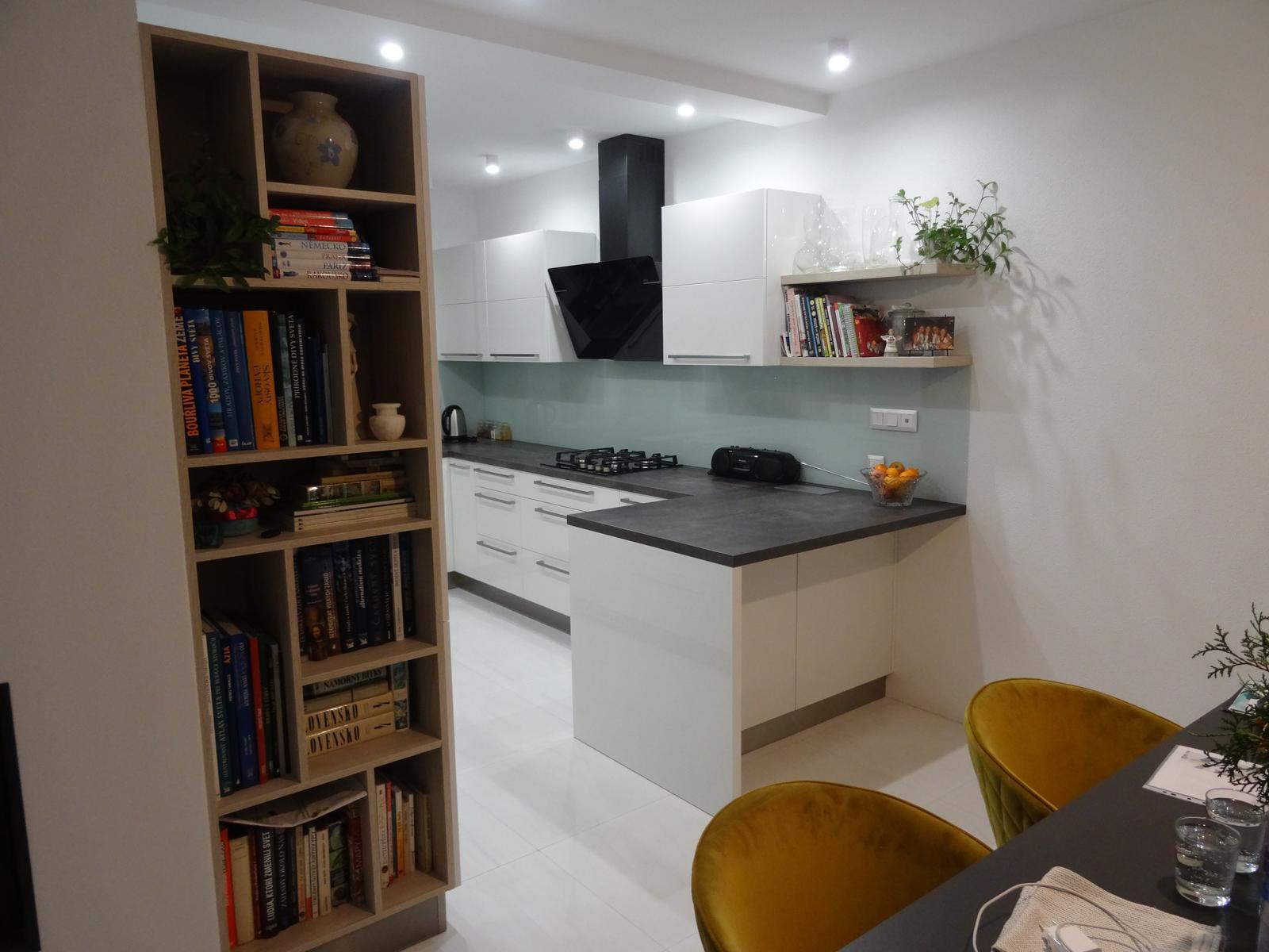 Realizované kuchyne-rodinný dom 2 - Realizácia kuchynskej linky do rodinného domu - Budča - akryl vysoký lesk -obr.1