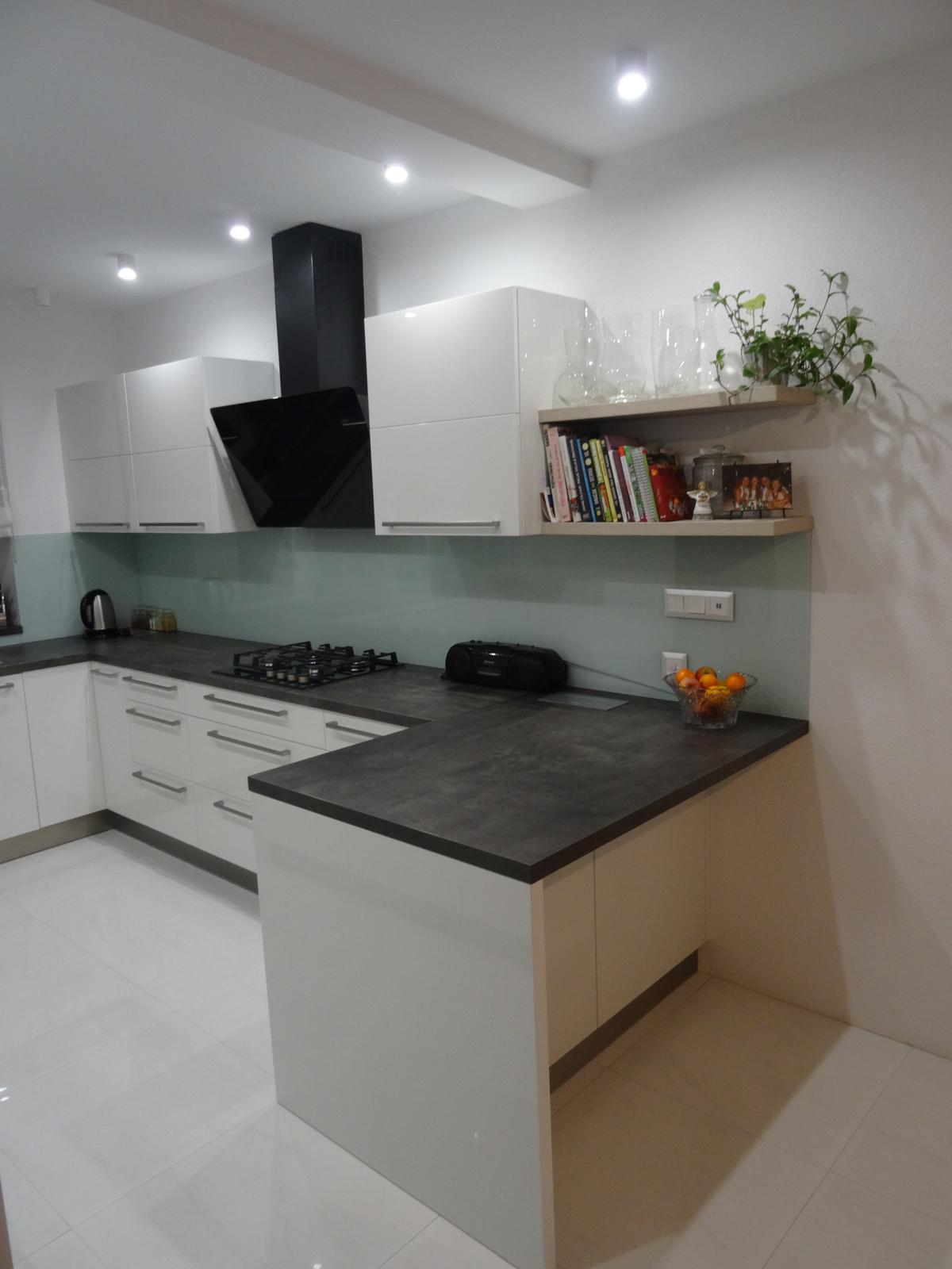 Realizované kuchyne-rodinný dom 2 - Realizácia kuchynskej linky do rodinného domu - Budča - akryl vysoký lesk -obr.3