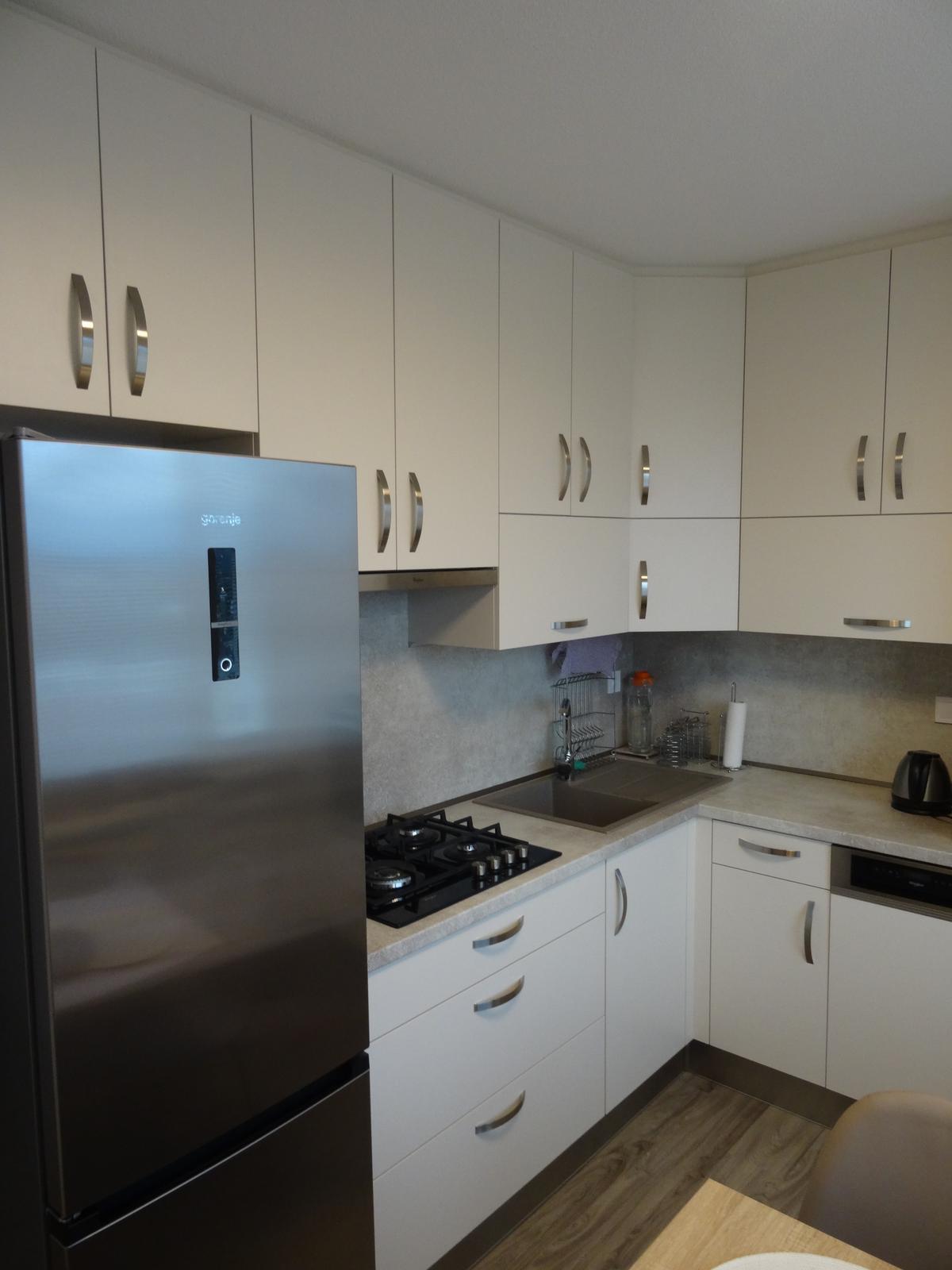 Realizované kuchyne-panelák 2 - Realizácia kuchynskej linky po strop v paneláku v ZV - obr.3