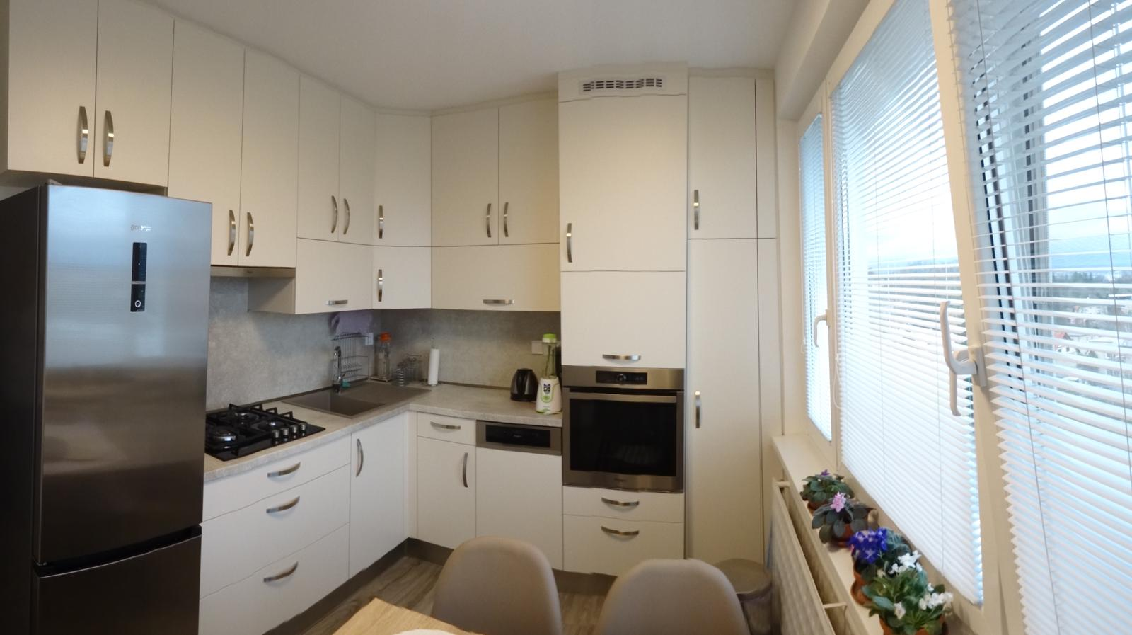 Realizované kuchyne-panelák 2 - Realizácia kuchynskej linky po strop v paneláku v ZV - obr.1