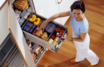 Kovania do kuchyne - Blum špajza s vnútornými výsuvmi
