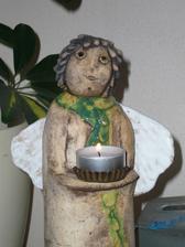 další andělka, bydlí u mámy a ta ji pojmenovala Bára Hrzá.......á