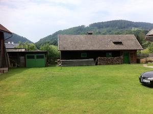 dvorek pred stodolou - tu bude velký stan