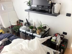 A takhle to vypadá, když se v tak malém bytě na něčem pracuje...