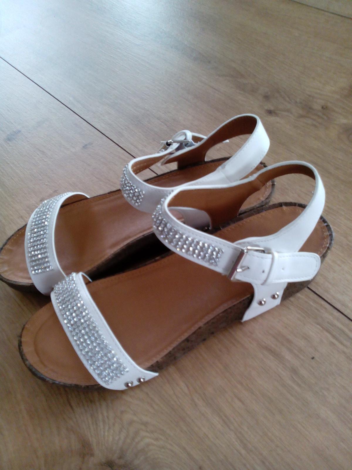 štrasové sandálky - Obrázok č. 1