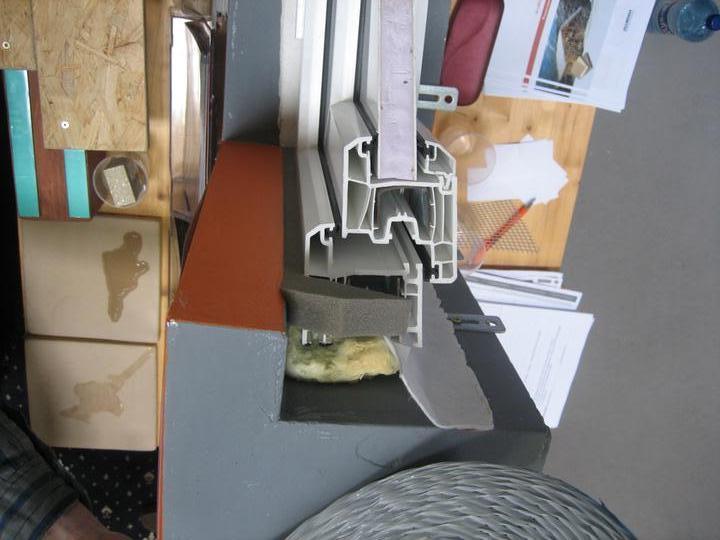 Okenne pasky - take male sumarom ako na to - paska dnu a vonku len expanzna paska madzi polystyren a okno..... takto to ma byt ponovom