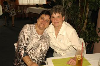 Maminka a teta ( můj svědek ) Sluší vám to holky :-)