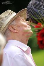 Nejkrásnější svatebčan... děda. vždycky vypadá líp než já