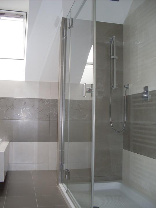 Kúpelňa Marazzi concret pre anairda - za sprcháčom je schovaná práčka
