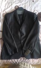 Odporucam predajnu oblekov v TN v Tescu, vola sa Michael :) Skvela cena :) dostali sme k nemu koselu, kravatu a opasok zadarmo :)