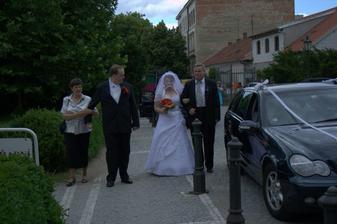 ženich s maminkou a nevěsta s tatínkem