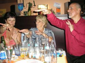 rodiče ženicha s babičkou